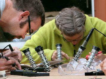 sie10_bilde3-Matt+Rita-soldering_web